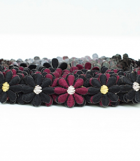 Black with Burgundy Daisy Applique Trim (Iron-on), 3.8m